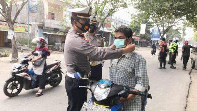 Photo of Operasi Patuh Gatarin Polres Loteng Bagikan 400 Masker ke Pengguna Jalan
