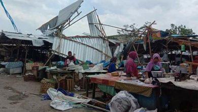Photo of Sebanyak 10 Los Atap Kios Pedagang di Pasar Renteng di Terpa Puting Beliung