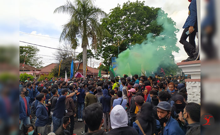 Massa Aksi Tolak UU Ciptaker   Talikanews.com