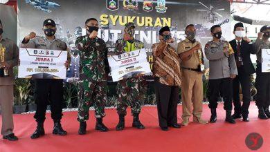 Photo of Bupati dan Forkopimda Loteng Potong Tumpeng di HUT TNI ke-75 juga Berikan Hadiah Lomba Kampung Sehat