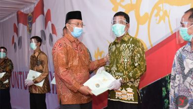 Photo of Gubernur NTB dan Wamen ATR/BPN bagikan 1689 Sertifikat Lahan kepada Masyarakat