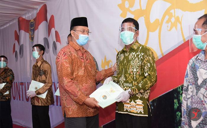 Gubernur NTB Bagikan 1689 Sertifikat | Talikanews.com