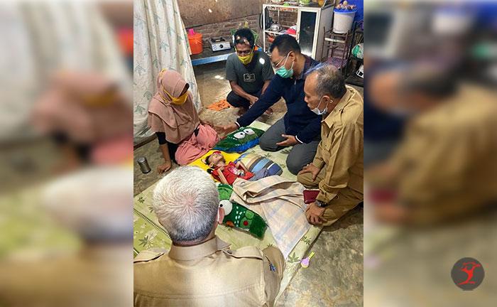 Gubernur NTB Temui Annisa, Bocah Pengidap Sindrom Selaput Otak di Tente Bima | Talikanews.com