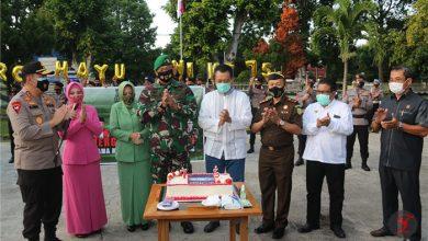 Photo of Bawa Pasukan, Kapolda NTB bersama Gubernur Datangi Kediaman Danrem 162/WB