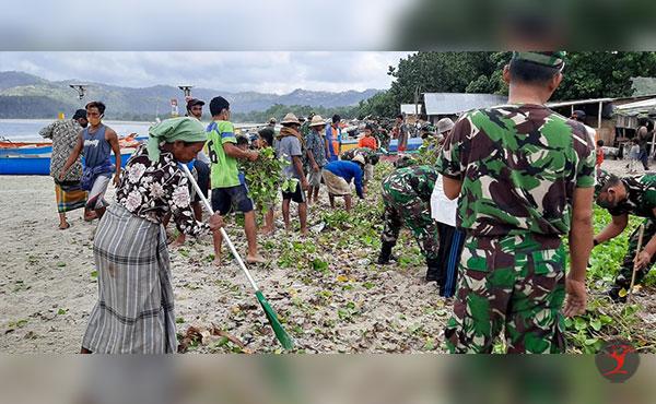 Kodim Loteng dan Warga Gelar Aksi Bersih Pantai Selong Belanak | Talikanews.com