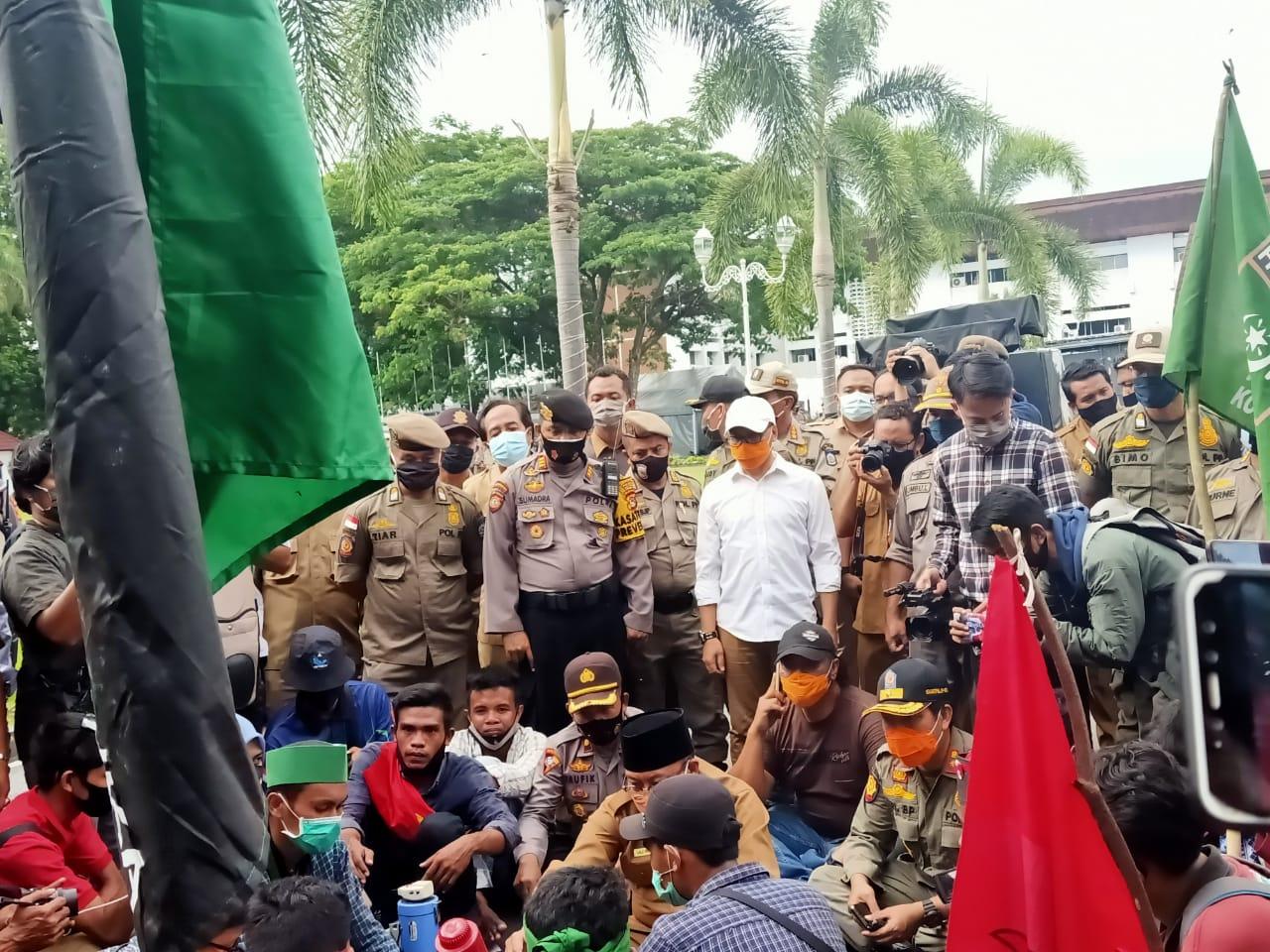 Penolakan UU Omnibus Law di NTB Terus Berlangsung   Talikanews.com