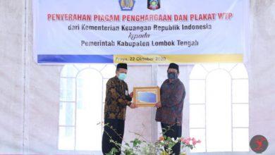 Photo of Piagam Penghargaan WTP Delapan Kali Berturut-Turut untuk Loteng di Serahkan, Ini Ungkapan Bupati?