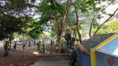 Photo of Prajurit Kodim Loteng Bersihkan Makam Pahlawan Mandalika Menjelang HUT TNI Ke 75
