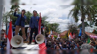 Photo of Ribuan Mahasiswa NTB Aksi Gugat Hati Dewan untuk Batalkan UU Cipta Kerja, di Udayana