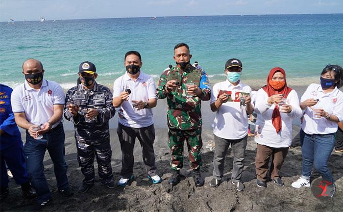 Acara penanaman terumbu karang sebanyak 750 di pantai Senggigi | Talikanews.com