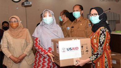 Photo of Hadapi Pandemi Covid-19, USAID Bantu Alat Ventilator untuk Enam RSU di Lombok