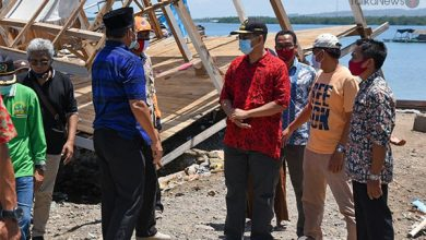 Photo of Empat Kecamatan di Pulau Sumbawa Dihantam Puting Beliung, Ratusan Rumah Rusak, Gubernur Sambangi Korban