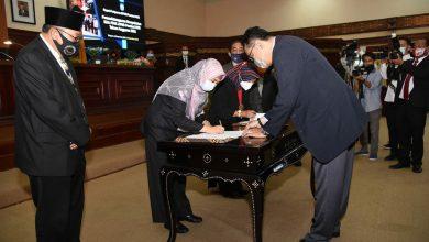 Photo of Dokumen KUA-PPAS APBD Provinsi NTB 2021 Ditandatangani, Wagub: Semoga Penyusunan Lancar