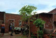 Photo of Tiga Kabupaten di NTB Dihantam Puting Beliung, 72 Rumah Warga Rusak