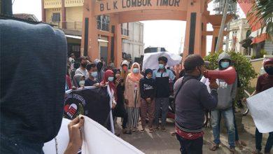 Photo of Pemuda Lenek Lombok Timur Geruduk Kantor Desa terkait Kejelasan Prona