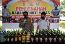 Photo of Ribuan Liter Miras berbagai Merk di Musnahkan Polres Loteng