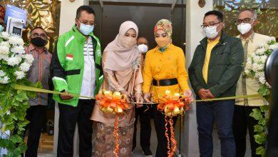 "Photo of Kenakan Jacket GO-JEK, Gubernur Pasarkan Produk Masyarakat dengan ""NTB Mall"" hingga Luar Negeri"