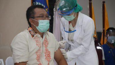 Photo of Setelah Menunggu 30 Menit, Gubernur NTB: di Vaksin Itu tidak Sakit, Aman dan Halal