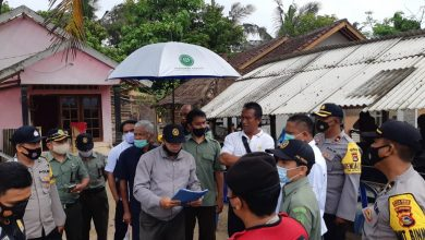 Photo of Eksekusi Lima Lahan Enclave di KEK Mandalika Lombok oleh PN Praya Berjalan Lancar, Ada Warga Minta Bongkar Sendiri