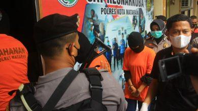 Photo of Nyambi Jual Ekstasi, Oknum PNS Perempuan di Dinas Kesehatan Lombok Barat Ditangkap