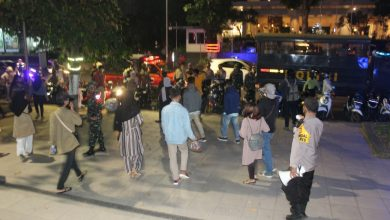 Photo of TNI-Polisi Mataram Bubarkan Kerumunan Massa di Malam Pergantian Tahun