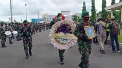 Photo of Jenazah Praka Dedi Korban KSB tiba di Bandara Lombok, Disambut upacara Militer