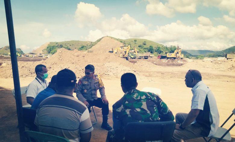 Tampak Director Manager Bram Subiandoro bersama jajaran dan TNI-Polri saat melakukan pemantauan aktifitas pekerjaan