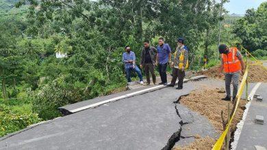 Photo of Dewan NTB Sebut, Pembangunan Villa Tengarai Longsornya Ruas Jalan Provinsi Kuta-Selong Belanak