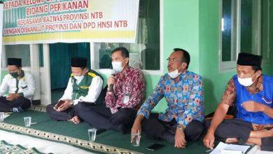 Photo of Dinas Kelautan dan Perikanan NTB Tunaikan Zakat untuk Lansia dan Pengurus Masjid di Wilayah Pesisir