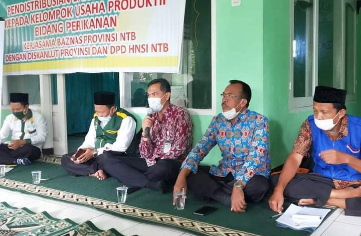 Dinas Kelautan dan Perikanan NTB Tunaikan Zakat untuk Lansia dan Pengurus Masjid di Wilayah Pesisir