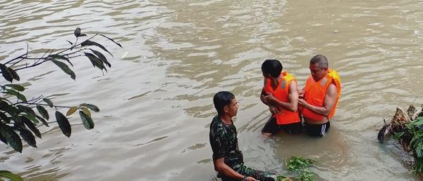 Koramil 1620 08 Pratim Turun Tangan Mencari korban Tenggelam, Ditemukan Meninggal Dunia