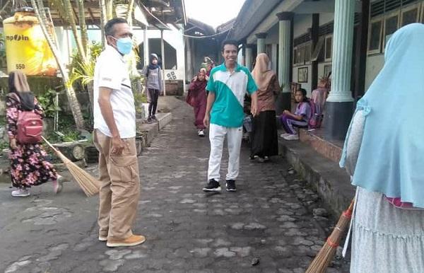 Bupati Loteng Sidak Puskesmas dan Proses Fogging Jentik DBD di Desa Sengkerang