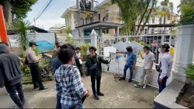 Photo of Ampera Gedor Kantor Pos Mataram terkait Pegawainya Berstatus Ketua BPPD NTB, Copot Kepala Dispar