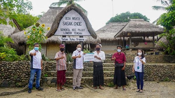 Masyarakat Penyangga The Mandalika Terima alat ProKes dari ITDC dan Bantuan Perbaikan Rumah Adat