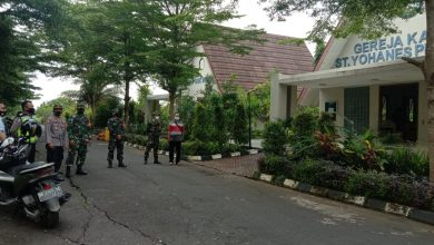Photo of Personel Kodim 1620/Loteng Jaga Keamanan Jalannya Ibadah Minggu Paskah