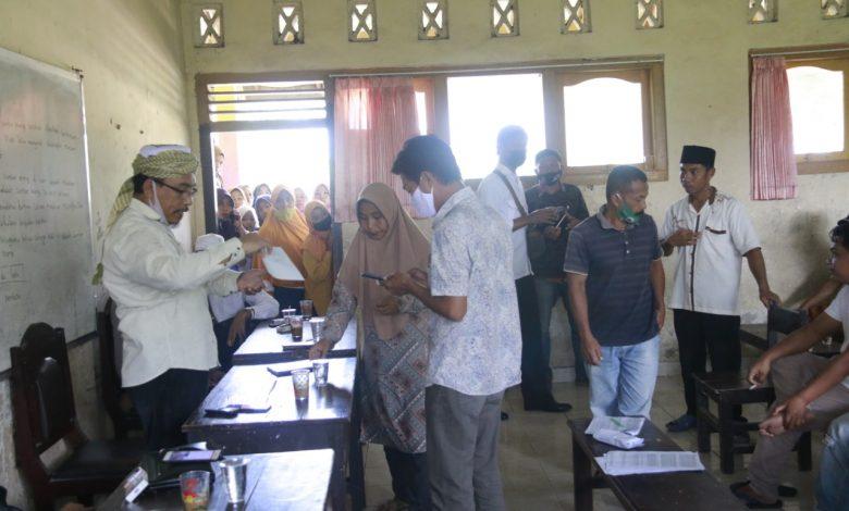 Komisi IV DPRD Loteng Bantu Kepala SDN I Jango Salurkan Sisa Dana PIP ke Wali Murid