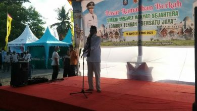 Photo of Di Tengah Pandemi Covid-19, Bupati Loteng Geliatkan UMKM Melalui Pasar Ramadhan
