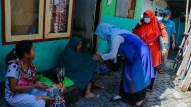 Photo of Istri Gubernur NTB berikan Kado Lebaran ke Anak Yatim, Marbot Hingga Guru Mengaji