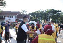 Photo of Gubernur NTB Peduli, Sebanyak 958 Pahlawan Kebersihan Diberikan Uang dan Beras